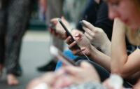 Les Français passent toujours plus de temps sur le web… et sur leur mobile